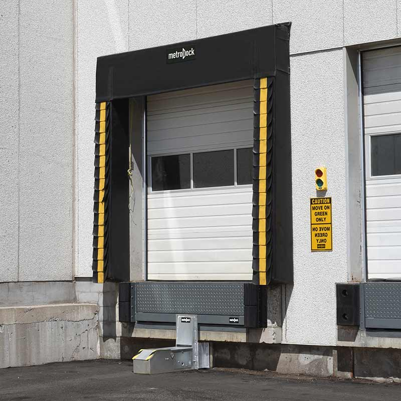 metro_dock_hydraulic_truck_restraint_outside_side